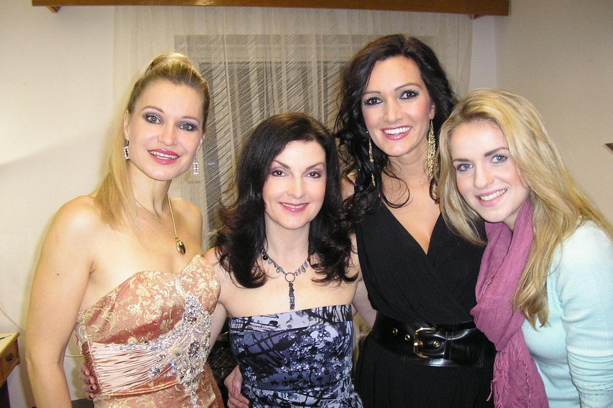 S Marcellou Molnárovou, Karin Majtánovou a Gabrielou Gunčíkovou